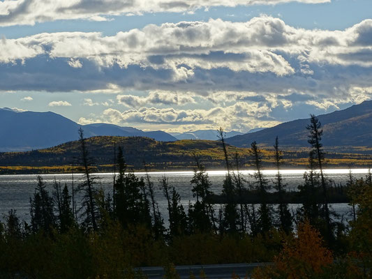 Dezadash Lake