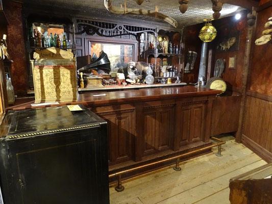 und so kam wohl eine Bar in Dawson City daher