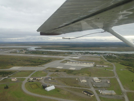 King Salmon Airport und Downtown