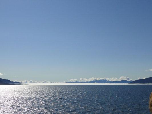Bei strahlendem Sonnenschein über den Prince William Sound