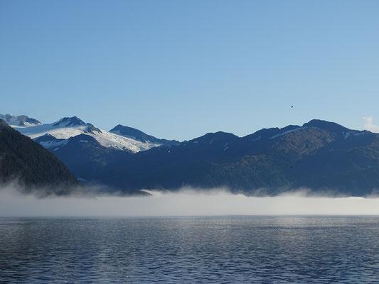noch liegt Morgennebel über dem Wasser