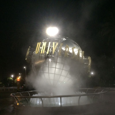 Universal Eingang bei Nacht