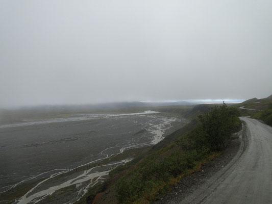 einer der vielen Gletscherabflüsse des Denali