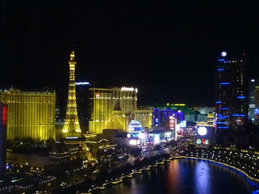 Sicht aus unserer Suite auf den Strip in der Nacht