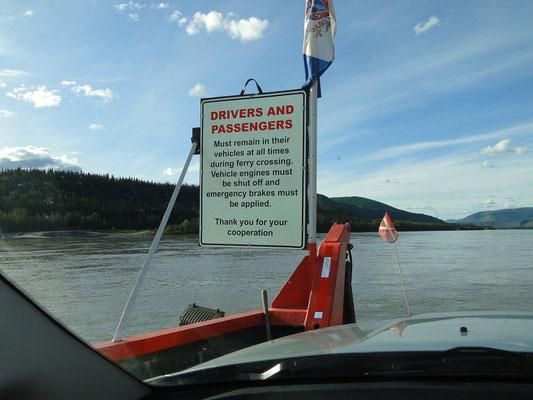 auf der Fähre über den Yukon