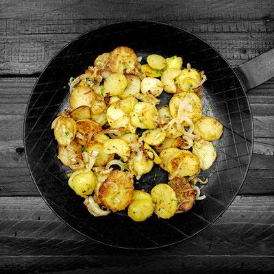 Bratkartoffel aus der Pfanne