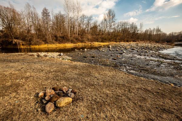 Il torrente costeggia la baraggia di Candelo, offrendo anche qui spunti per pause ed escursioni