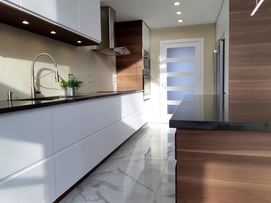cuisine; ikea; IKEA; moderne; noyer; blanc; laque; ringhult; voxtorp; granit; noir; ilot; decoration; lyon