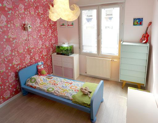 chambre; enfant; IKEA; lit; Mammut; bleu; commode; vintage; papier peint; PIP studio; suspension; Nodesign; Lyon; Quebec