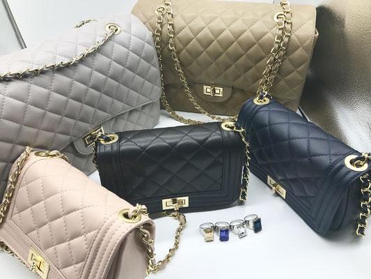 Flapbags, unterschiedliche Größen und Farben, mit Kettenhenkeln, 89,00 € bis 129,00 €