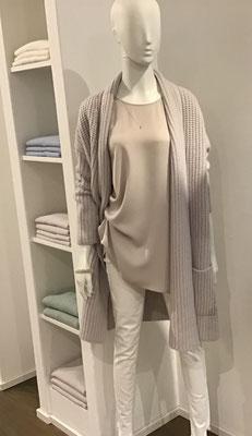 Cashmere Longcardigan, Incentive!  969,00€,   The Pure Shirt Round Neck   159,00€,     True Religion Super Skinny  199,90€