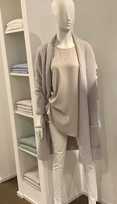 Cashmere Longcardigan, Incentive!  969,00€,   The Pure Shirt Round Neck   159,00€,     True Religion Super Skinny  199,90€