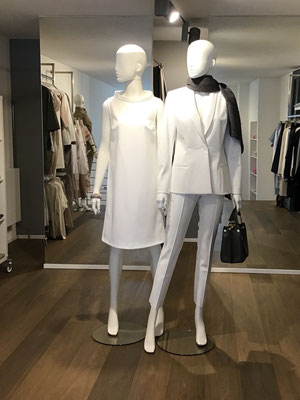 Kleid, The Pure by Barbara Schwarzer, 319,00 € - Blazer, The Pure, 399,00 € - Hose, The Pure, 189,00 € - Schal, The Pure, 99,00 € - Handtasche, 169,00 €