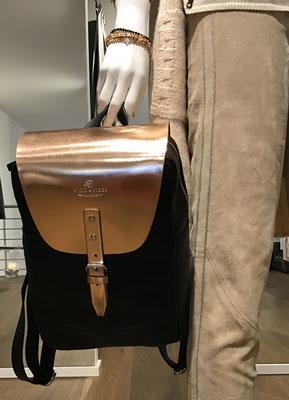wind & vibes accessories,  Rucksack Tokyo Mini,  Rosé Gold 189,00€,    Incentive ! Velours Lederhose 695,00 €,   Chris Armb. à 25,00 €