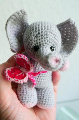 Klein Eli Elefanten Mädchen mit Schmetterling... freut sich auf seine neue kleine Babyfreundin ;o)