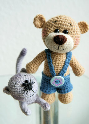 Teddy und sein Schmusekater Rocky