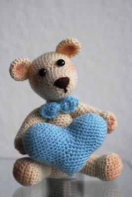 Sitzender Teddy 20