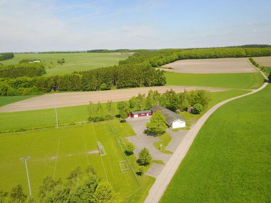 Luftaufnahme Sportplatz im Mai 2017
