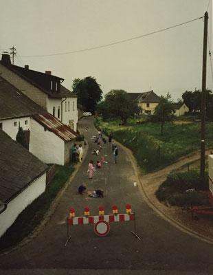 Straßenmalerei Kirmesmontag 1990 (Die Ruhe vor dem Sturm)