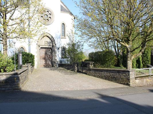 Eingang Pfarrkirche 2017