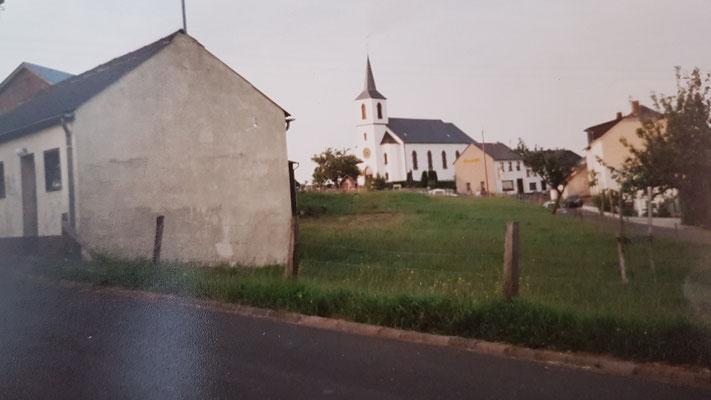 Blick auf Kirche_Gasthaus Hostert nach Sturm 1990