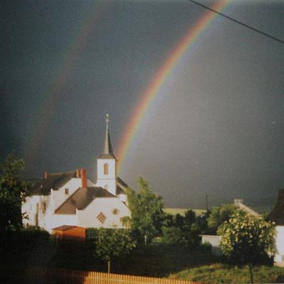 Regenbogen über Pfarrkirche