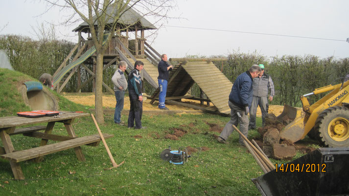Teilerneuerung Spielplatz April 2012