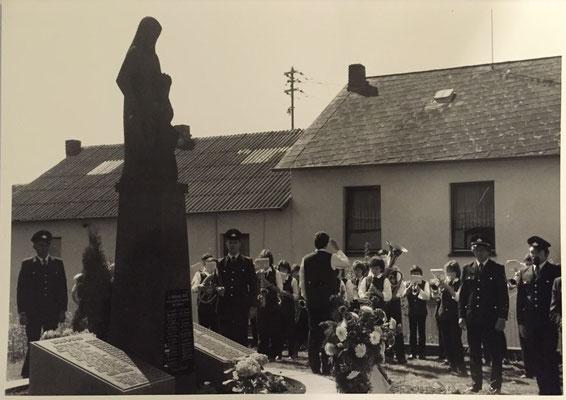 Einweihung neu gestaltetes Ehrenmal für die Toten der beiden Weltkriege 25.05.1986