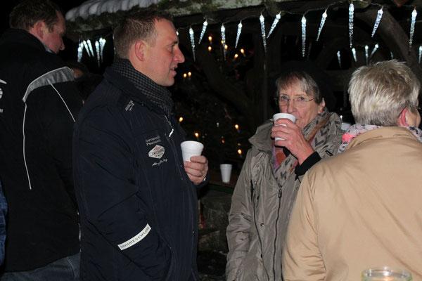 Brunnenplatz schmücken & Nikolausbesuch 2017