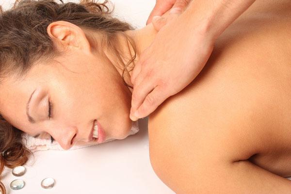 Nackenmassage Dame im Liegen