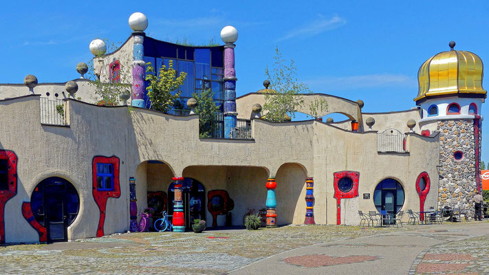 Die Markthalle im Hundertwasser-Stil in Altenrhein
