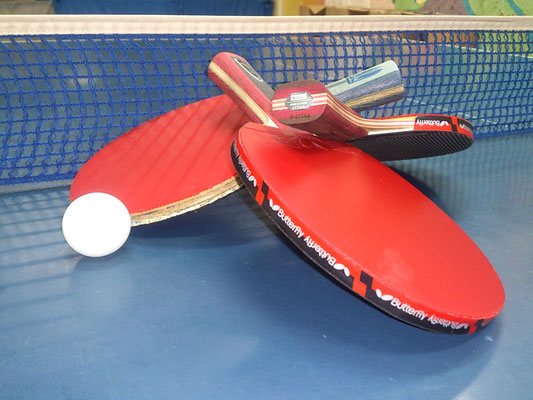 【卓球】 誰でも楽しめる定番アイテム!ラケット・ボール・得点ボードをご用意いたしました。(画像はイメージです)