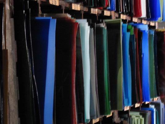 Glaslager vonMeister  Andreas Linnenschmidt, mundgeblasenes Bleiglas aus Glashütte Lamberts, Waldsassen; © Foto Diziol