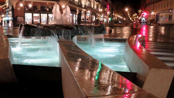 Fotoblick auf Brunnen des Bildes am Abend im LockDown