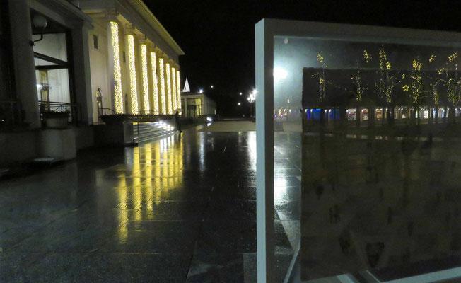 Lichtspiegelungen durch den Glasrahmen