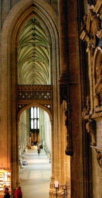 ©Kathedrale von Canterbury, rechtes Seitenschiff; Foto Dr. Peter Diziol