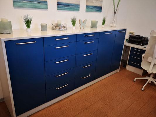 Wrap Expert Möbelfolierung Arztpraxis VORHER