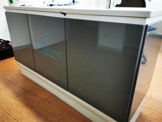 Wrap Expert Möbelfolierung Arztpraxis NACHHER