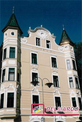 Delmarco pitture e verniciature Bolzano - Bozen  |  Palazzo Cristanel centro storico Bz - tinteggiatura facciata con silicati Keim / sottoposto a Belle Arti
