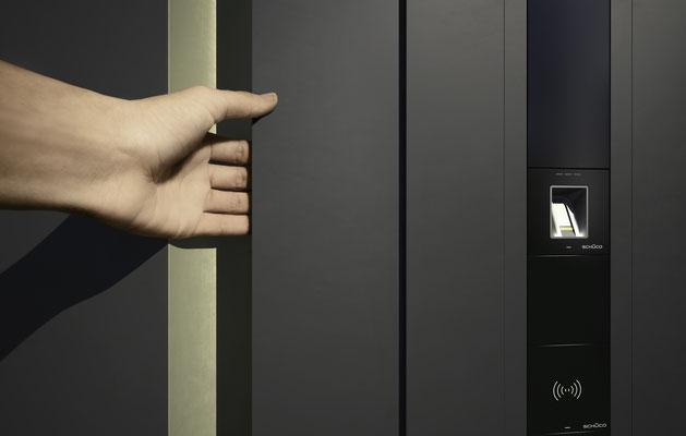 Aluminium Haustüre mit Griffmulde