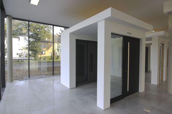 Design Haustüre mit Griffmulde