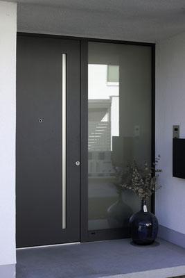 Inotherm Haustüre mit Griffmulde und LED Beleuchtung