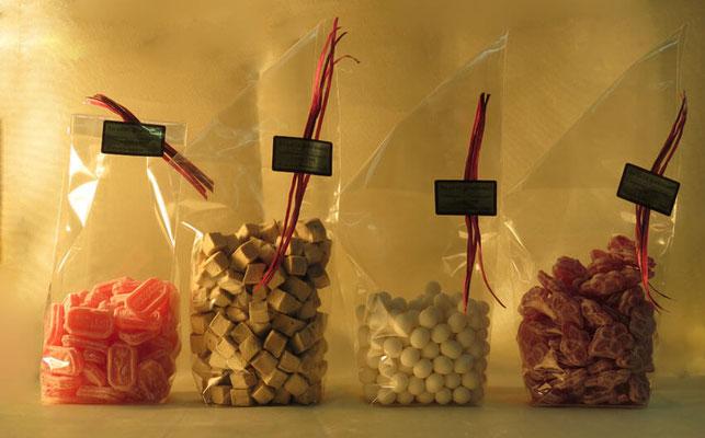Bonbons en sachets : coquelicot, violette, pâte vanillée réglisse, anis de Flavigny