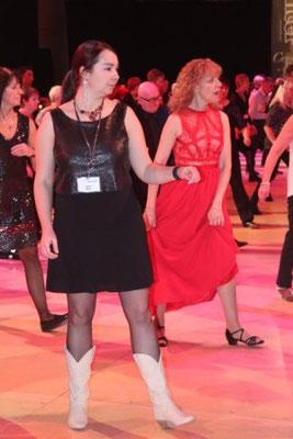 Pas faile de danser en robe longue !