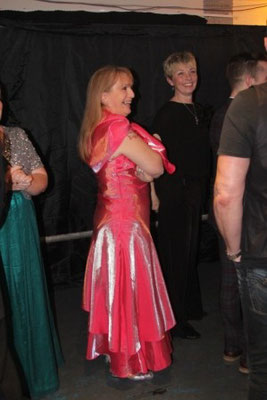 Martine se prépare pour danser avec tous les nominés