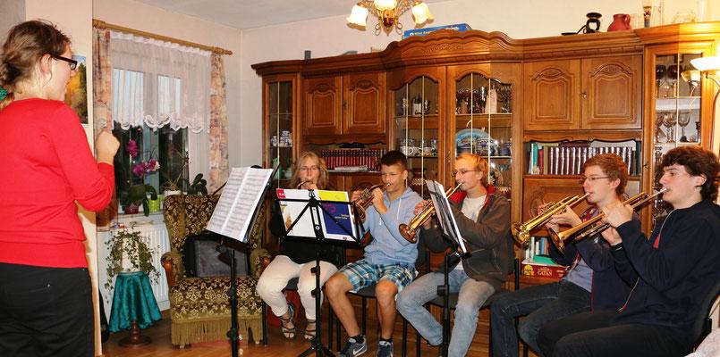 2014 in Bansin - Üben in Registern: die Trompeten unter der Leitung von Christine Friedrich