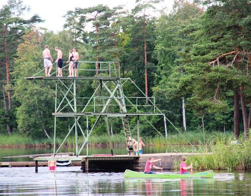 Beim Baden und Bootfahren in Åsljunga
