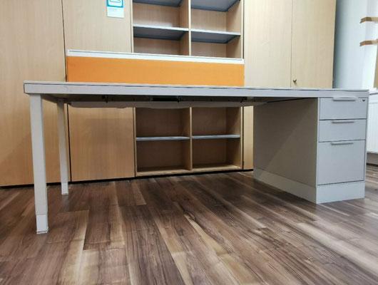 VITRA Schreibtisch mit Standcontainer