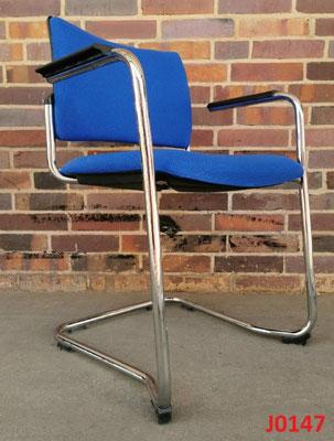 12x Freischwinger Bürostühle Konferenzstühle Stapelstühle