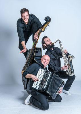 Akustik AG - mobiles Trio mit Sax, Akkorrdeon und Kontrabass